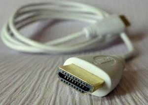 Laptop-zu-TV-Kabelverbindungen:  Ein HDMI-Kabel kann Ihnen helfen, Ihren PC mit Ihrem Fernseher zu verbinden.