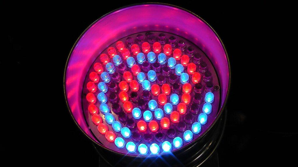 LEDs sind eine der Hauptverwendungen der COB, auf deutsch Nacktmontage.