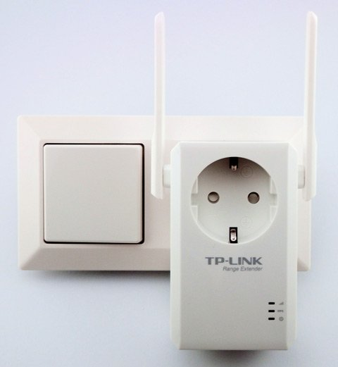 TP-Link WA860RE in Steckdose